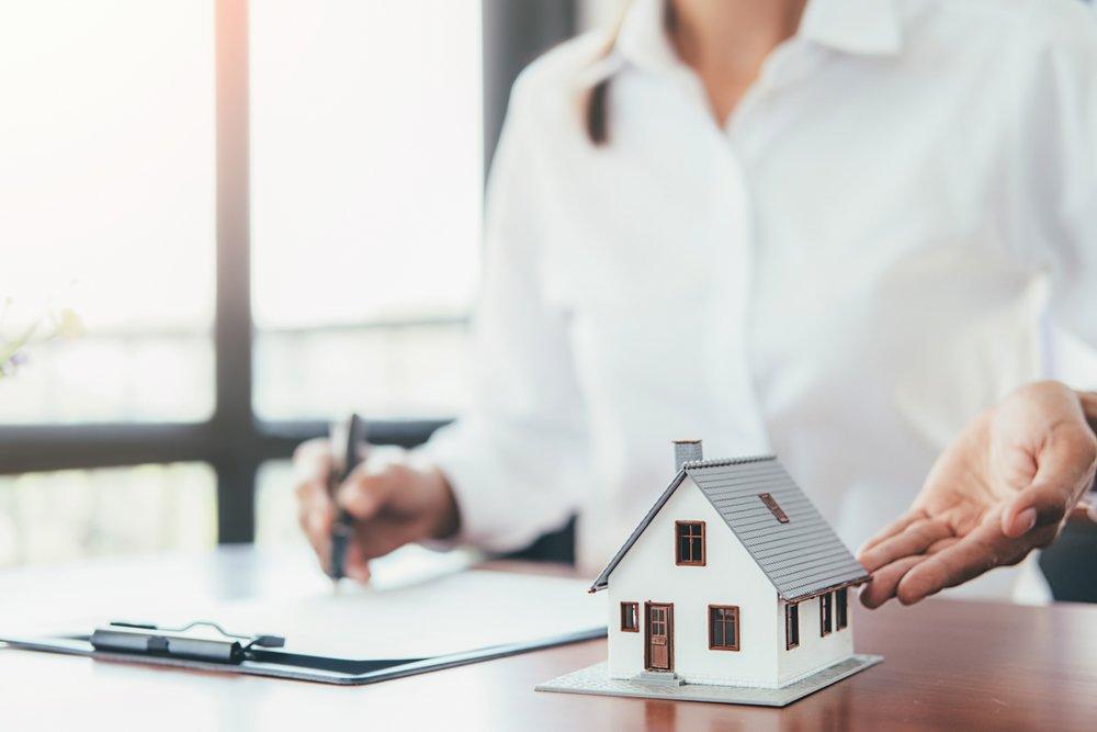 выезд юриста на сделку по недвижимости